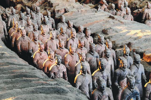 Участок раскопок Терракотовой армии №1 возле мавзолея императора Цинь Шихуана в Сиане, провинция Шэньси.