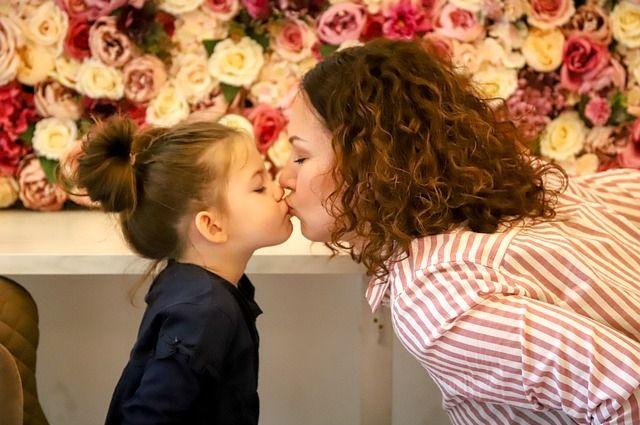В 1998 году на государственном уровне утвердили новый праздник — День матери.