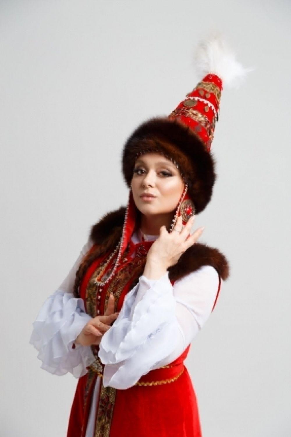 Представительница казахского народа Радмила Чернова.