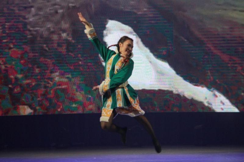 Во время творческого конкурса участницы демонстрировали свои вокальные и танцевальные данные