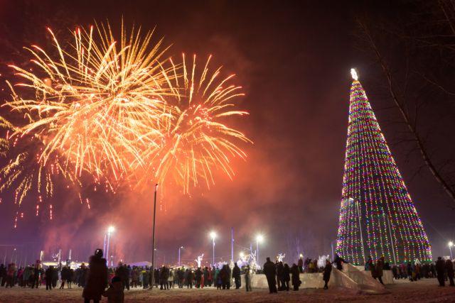 Новый год красноярцам рекомендуют провести в кругу семьи.