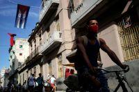 Жители Гаваны в защитных масках.