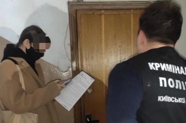 Под Киевом 56-летний мужчина развращал несовершеннолетних девушек