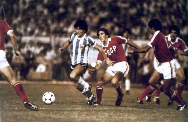 Марадона в 1979 году в матче против сборной СССР.