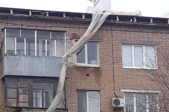 Недобросовестная «Маруся»: в Оренбуржье подрядчик не перекрыл к снегопадам крыши на пяти домах.