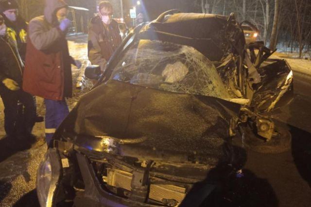 В результате ДТП водитель получил многочисленные травмы головы, рук, ног и тела. Его отвезли в больницу, где впоследствии скончался.