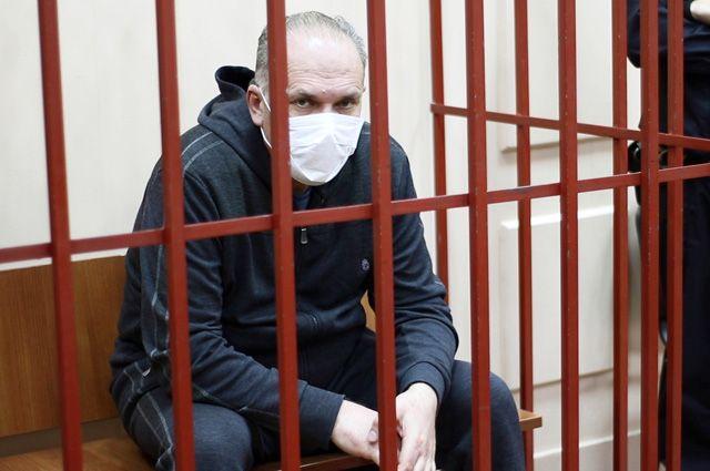 Михаил Мень, обвиняемый в растрате 700 миллионов рублей на посту губернатора Ивановской области в 2011 году, в Басманном суде Москвы.