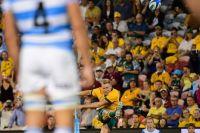 Пока во всем мире во время матчей пустые трибуны и ограничения, в Австралии на турнире по регби полный стадион, а болельщики без масок и перчаток.