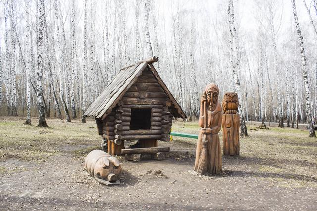 Поляна сказок в парке им. Тищенко.