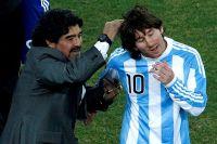 Марадона и Лионель Месси на чемпионате мира 2010 года.