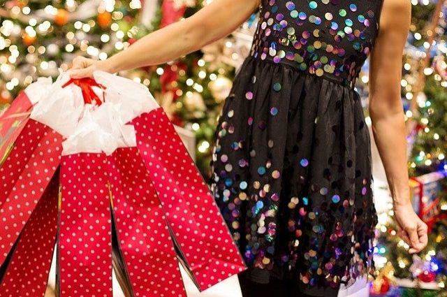 Начинать закупать продукты к праздничному новогоднему столу можно уже сейчас.