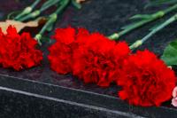 Депутату из Можги во время сессии прислали похоронные гвоздики
