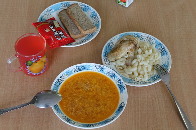 В Оренбуржье принят закон о бесплатном питании школьников-инвалидов.