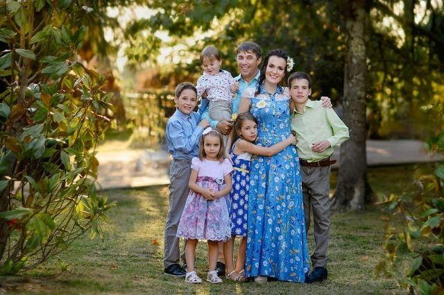 В семье Мининых пятеро детей - три мальчика и две девочки.