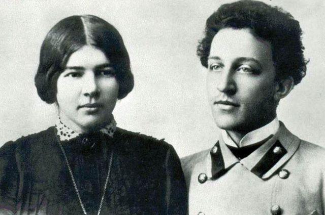 Любовь Менделеева и Александр Блок были знакомы друг с другом буквально с детских лет.