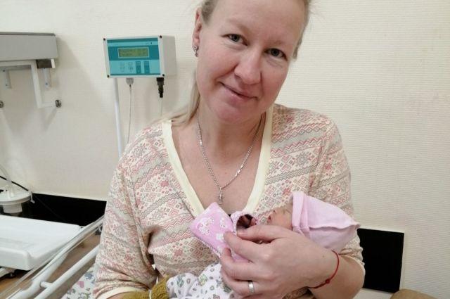 37-летняя жительница Оханска Татьяна Захарова долгое время не могла выносить ребёнка.