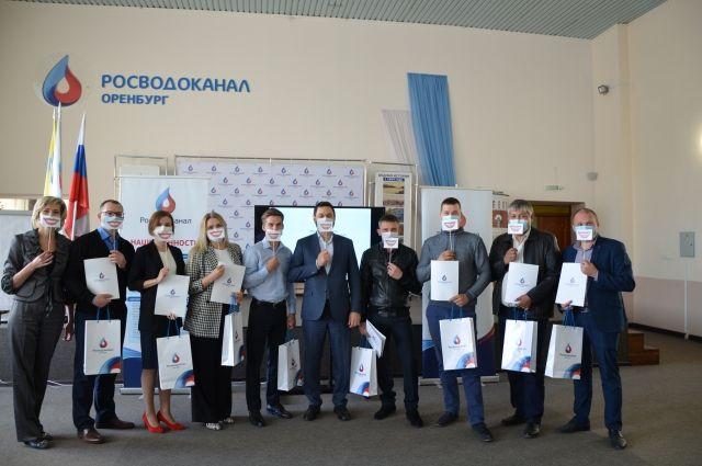 Участники региональной научно-практической конференции из Оренбурга вместе с руководством предприятия.