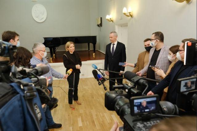 Во время визита в Новосибирскую область министр культуры РФ Ольга Любимова похвалила регион за выполнение нацпроекта «Культура».