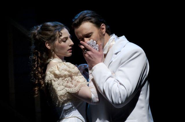 Лариса Огудалова и Сергей Сергеич Паратов.