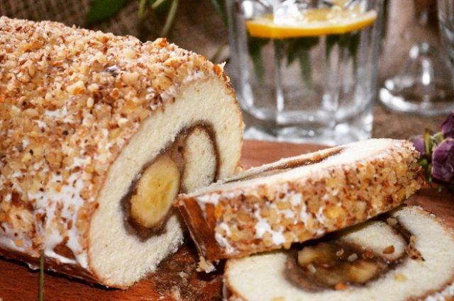 Готовим к чаю: рецепт вкуснейшего рулета с банановой начинкой