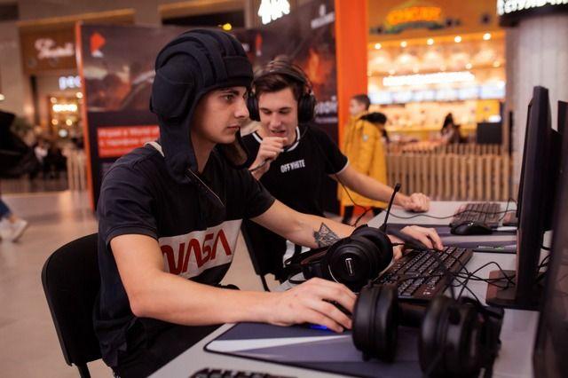 51% россиян играет на компьютере, приставке или телефоне хотя бы раз в полгода.