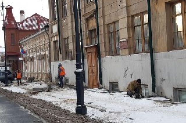 В Оренбурге больше не укладывают асфальт в снег, укладывают плитку