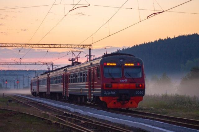 В районе станции Луговое-Новое под поезд попал мужчина