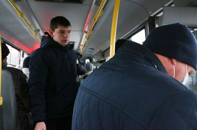Водители и кондукторы автобусов работали без масок, в транспорте не было дезсредств.
