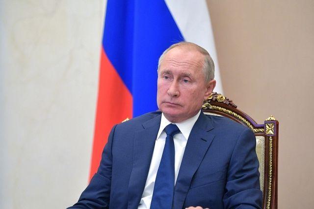 Путин обратил внимание на необходимость решения проблем с доходами россиян