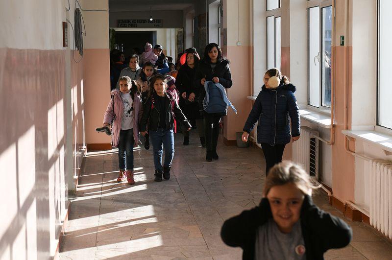 Дети в открывшейся школе в Степанакерте.