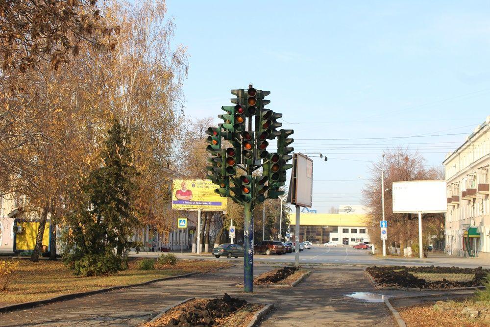 Светофорное дерево на улице Октябрьской.