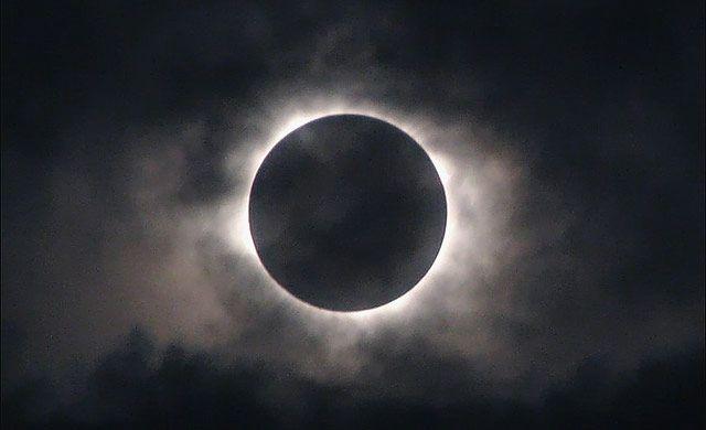 Лунное затмение 30 ноября повлияет на жизнь и здоровье человека.