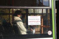 В Оренбурге водитель маршуртки со скандалом выдворил пассажира без маски из салона автобуса.