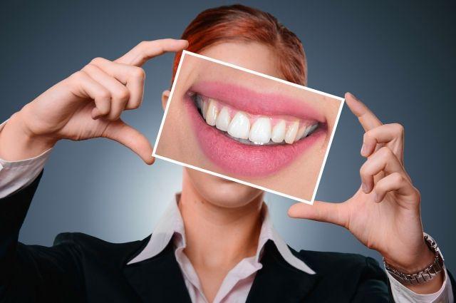 Женщина хотела, чтобы зубы были такими же, как у киноартистов и в очередной раз нечаянно проглотила большую дозу «Доместоса».