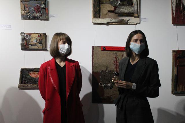 В Воронеже открылась выставка картин, выполненных из вторсырья.