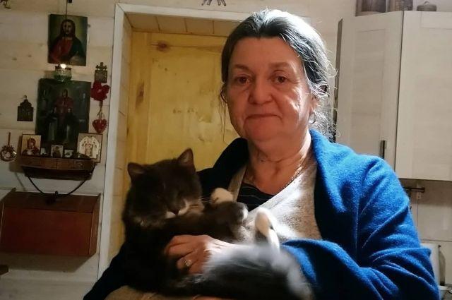Со своими кошками Лоранс разговаривает на... французском.