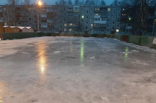 На катках на Стефановской площади, в Кировском парке, а также на ледовых площадках «Северной Олимпии» в Сыктывкаре и Эжве будет работать прокат инвентаря.