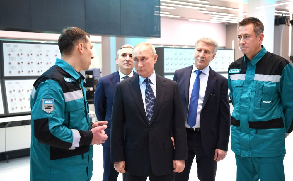 В ходе посещения нефтехимического комбината «ЗапСибНефтехим».