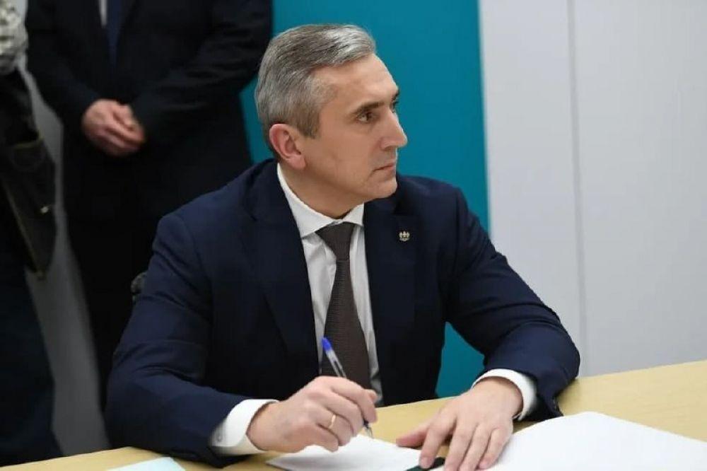 Губернатор Тюменской области Александр Моор на совещании по стратегическому развитию нефтегазохимической отрасли.