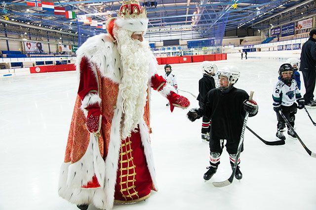 Всероссийский Дед Мороз из Великого Устюга выйдет на связь с маленькими новосибирцами. Из-за пандемии коронавируса традиционная встреча волшебника с детьми пройдет в дистанционном формате.