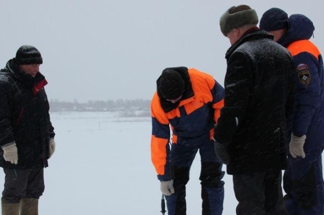 Сотрудники инспекции по маломерным судам МЧС России проверили переправы на соответствие всем требованиям безопасности и допустили к эксплуатации.