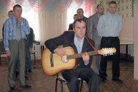 Несмотря на изоляцию, для постояльцев интернатов регулярно проводят концерты.