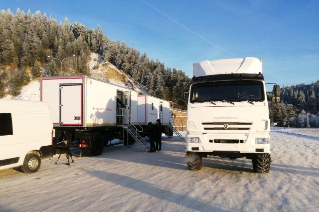 Передвижная поликлиника Югры пополнилась новыми грузовыми автомобилями