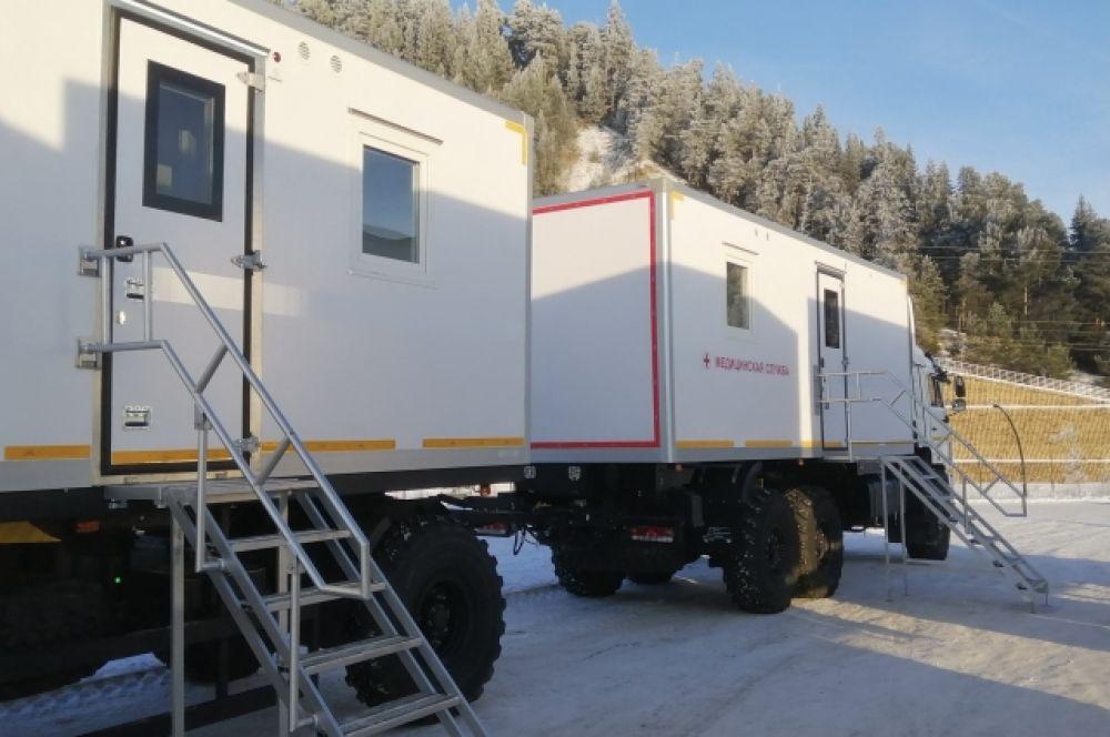 Внутри передвижных медицинских модулей тепло и удобно работать