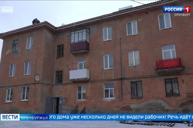 В Медногорске подрядчик ООО «Маруся Строй» отправило в зиму еще один дом без крыши.