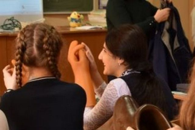 Ученики девятых классов Новосибирска вернутся с дистанционного обучения к очному посещению школьных занятий.