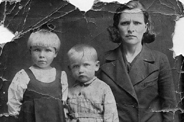 Фото жены и детей Василий Левченко всю войну носил с собой