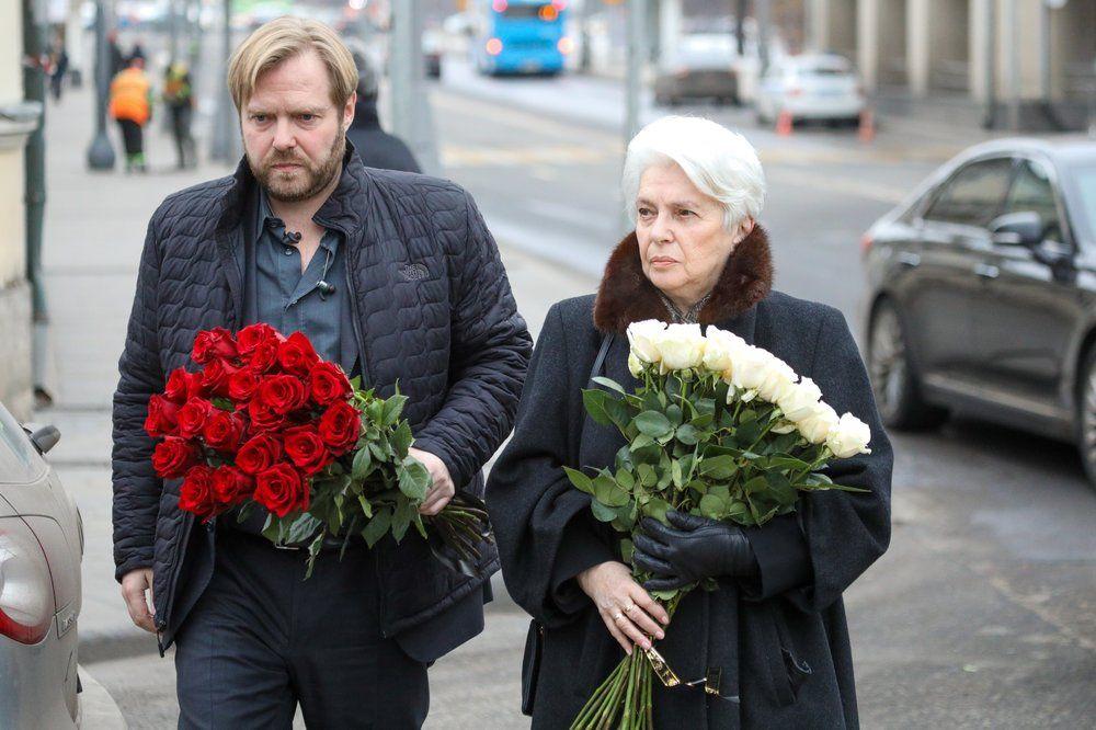 Старший сын писателя, бизнесмен Ермолай Солженицын и российский общественный деятель, вдова писателя Александра Солженицына Наталья Солженицына.