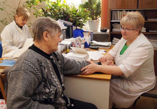 Поликлиникам Новосибирской области разрешили вернуться к привычному режиму работы — возобновить диспансеризацию и профилактические осмотры.