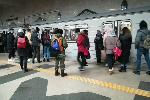 Четверым новосибирцам отказали в проезде на метро из-за отсутствия масок.